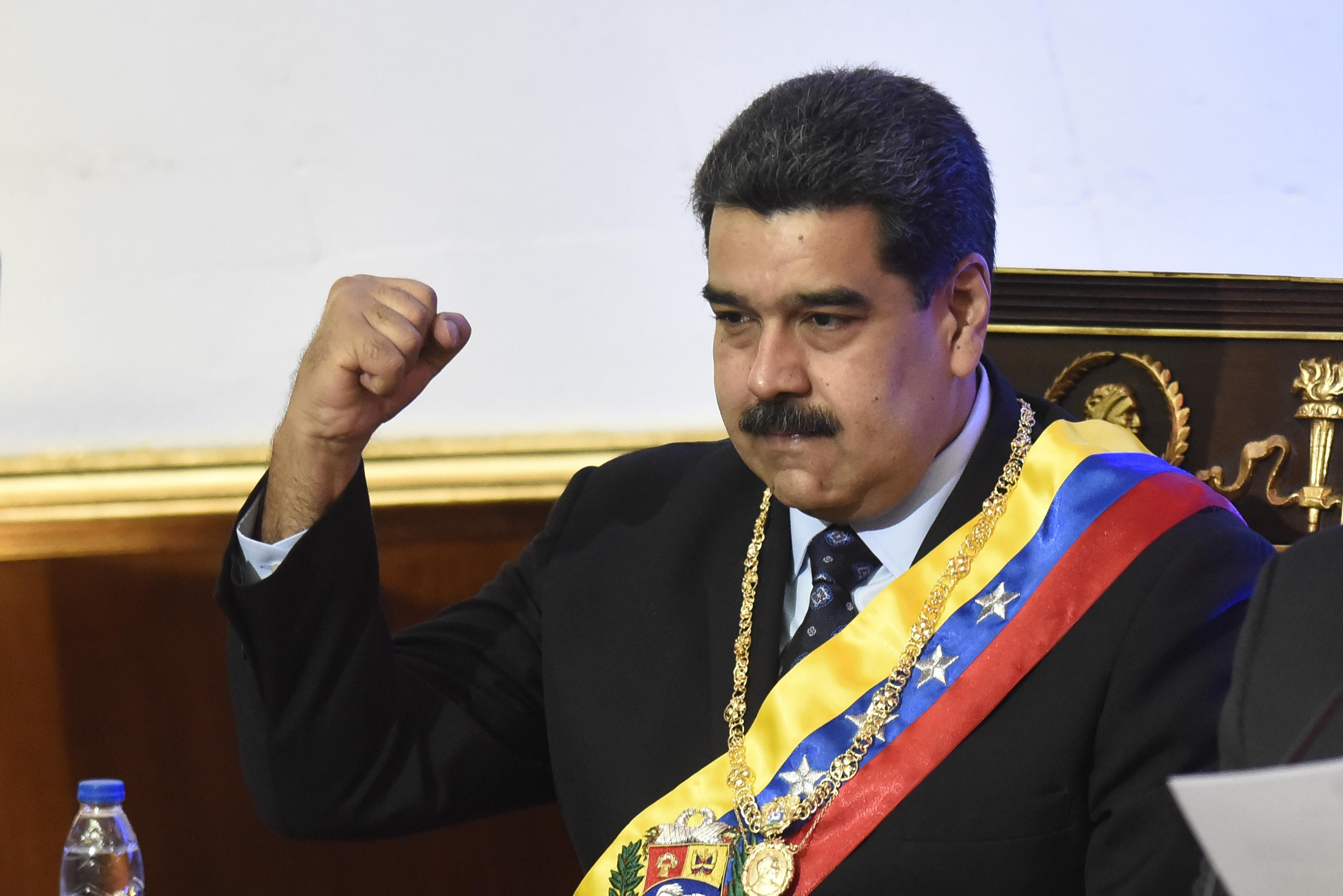 Oil climbs on Venezuelan crisis despite surging USA  supply