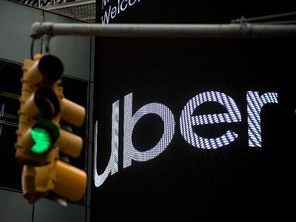 Uber, debutto amaro a Wall Street: il titolo sprofonda a -7,6%
