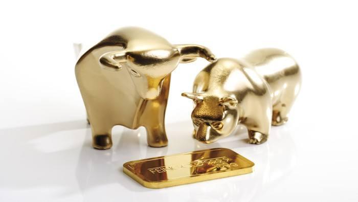 Oro trepa a paso firme y toca los 1475$; acuerdo comercial de Trump no entusiasma al mercado