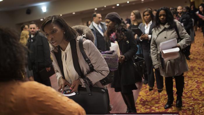 El mercado laboral de EE. UU.  continúa su repunte, pero las ganancias de empleos se desaceleran