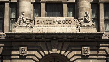 Peso mexicano registrando pérdidas por encima del punto porcentual