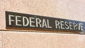 Fed mantiene su tasa de interés sin cambios, pero no logra animar al dólar