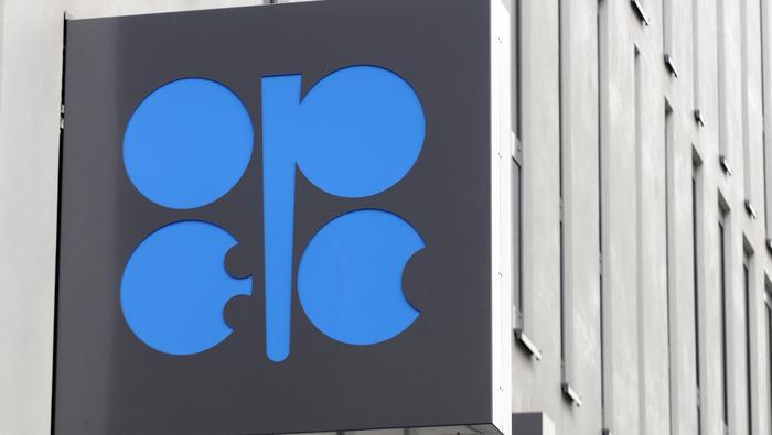 El precio del petróleo crudo espera con ligeras caídas la decisión que adopte la OPEP+
