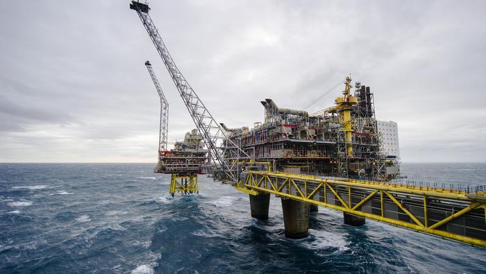 El precio del petróleo Brent teme al avance del coronavirus y cae un 4% en la sesión