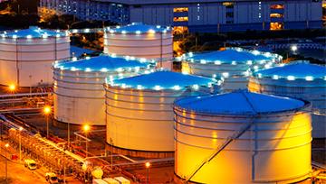 Precio del petróleo se ve impulsado por reducción en niveles de inventarios