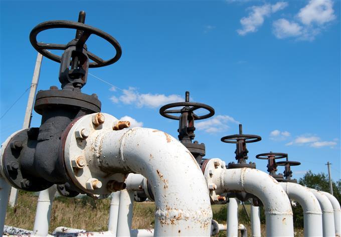 Hausse exportations pétrole Libye et guerre commerciale font pression sur les cours de pétrole