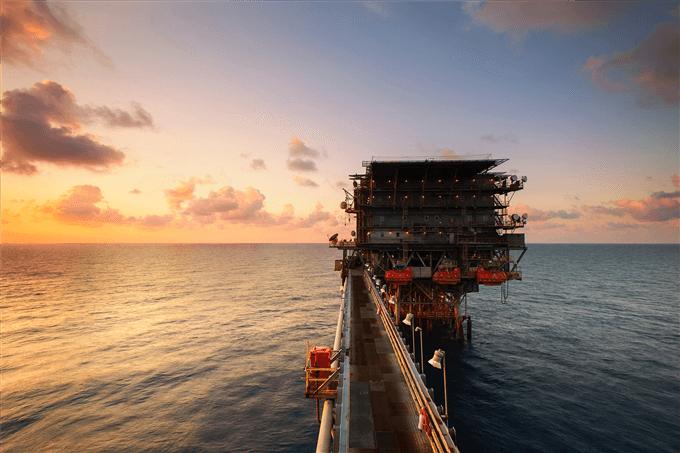 تعلم كيفية التداول على النفط الخام مع هذا الدليل المجاني