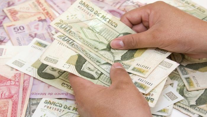 Peso mexicano se angustia por el nuevo brote de COVID-19, Banxico en la mira del mercado