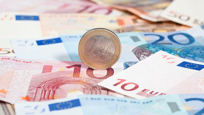 El euro alcanza máximos de un mes al reducirse la presión sobre los bonos