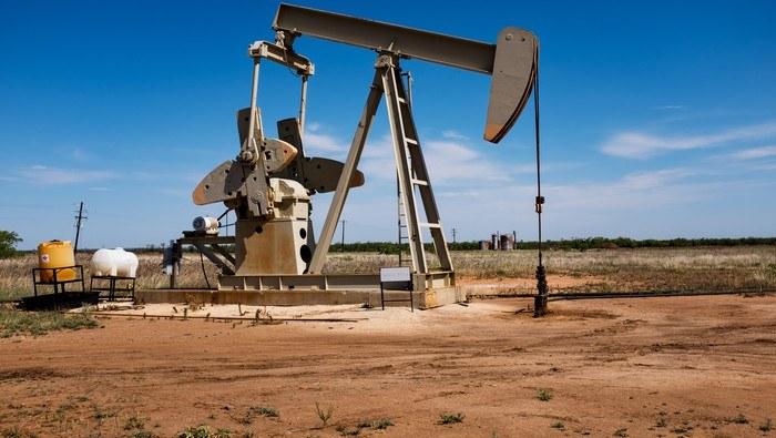 Precio del petróleo estalla al alza en línea con el repunte de las materias primas, cobre vuela
