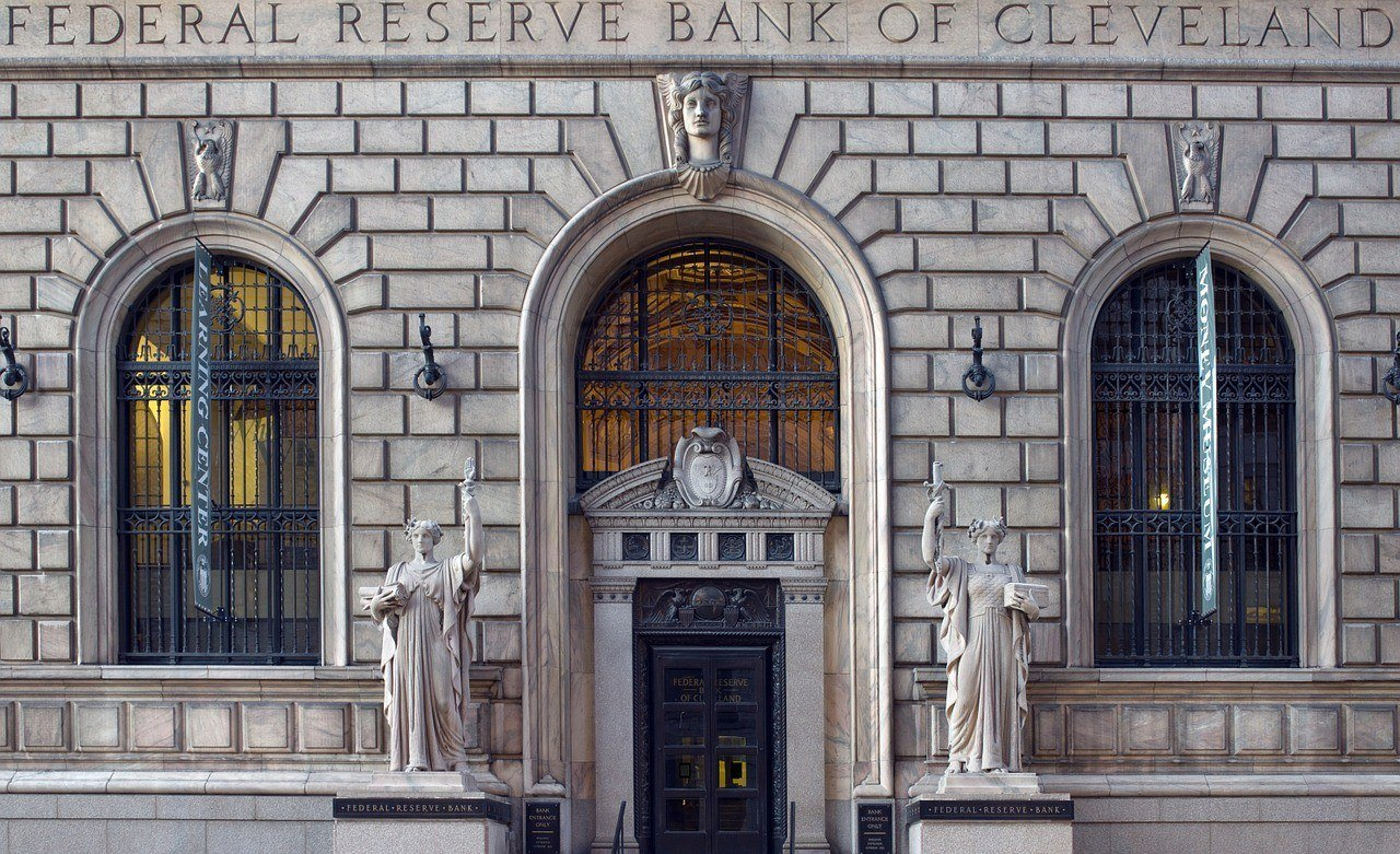Central Banks' Control of Foreign Exchange Rates