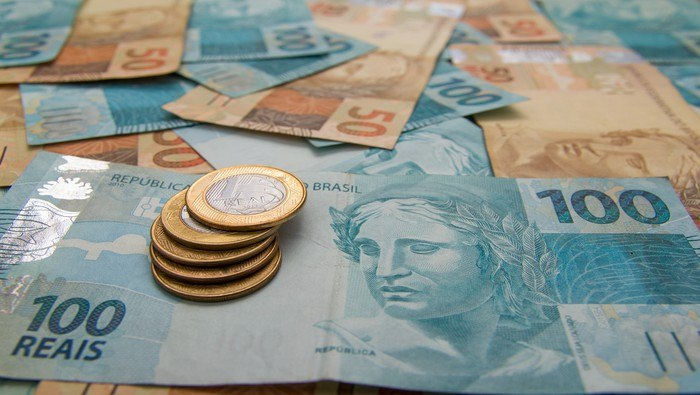 Brazil Central Bank Hastens Rate Hikes to Strangle Inflation, USD/BRL in Peril