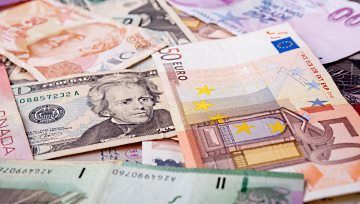 Euro May Fall with Commodity Currencies on Italian, French Data