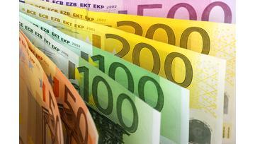 هبوط أسعار اليورو قبل اعلان البنك المركزي الأوروبي عن الفائدة تزامناً مع ارتفاع أسعار الدولار مع إقرار مُوازنة ترامب EUR/USD