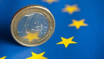 Euro Groans as Italian Politics May Once Again Take Center Stage