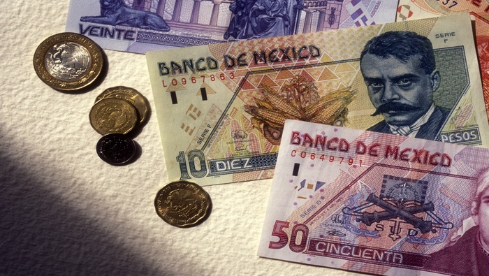 Mexican Peso Sinks on Risk-Off Sentiment, USD/MXN Eyes its 200-Day SMA. Now What?