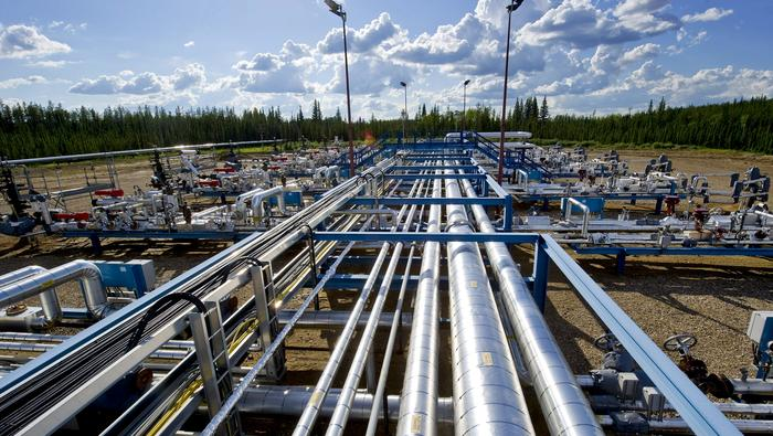 Crude Oil Prices Climb on Major US Pipeline Disruptions, Weaker USD