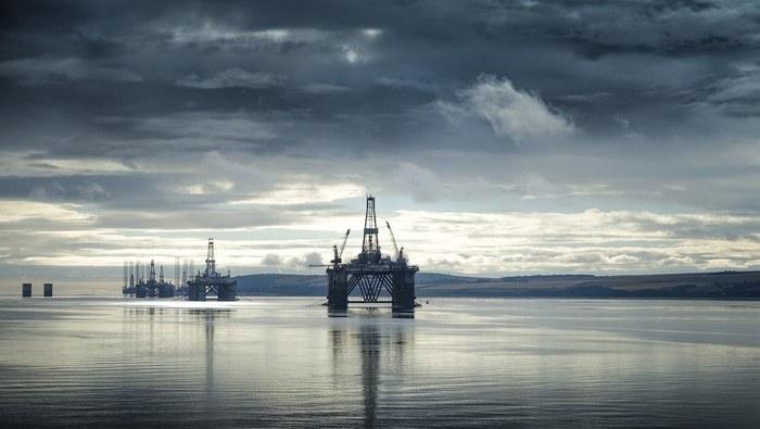 El precio del petróleo se dispara tras decisión de OPEP de mantener estables los niveles del bombeo