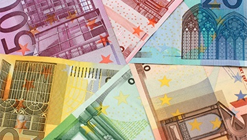 Euro at Risk on Banking Fears Despite Rally in Turkish Lira