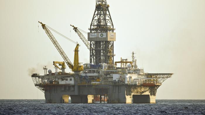 Precio del petróleo se tiñe de rojo; el exceso de oferta vuelve a hundir al mercado petrolero