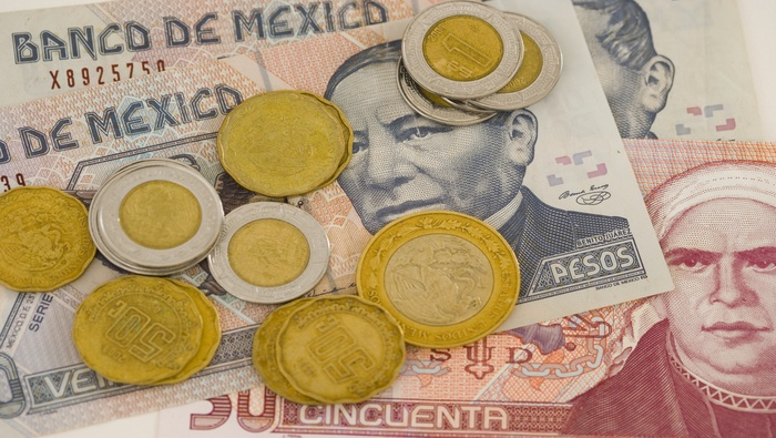 Mexican Peso Outlook: USD/MXN Falls On Dovish Fed and U.S. GDP Data Miss