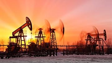 Precio del petróleo disminuye frente a oleada de exportación de Arabia Saudita