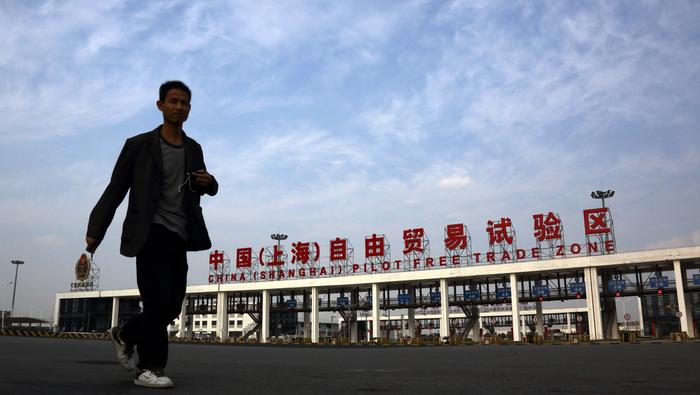 Hang Seng Index Challenges Key Resistance, Gold Prices Climb