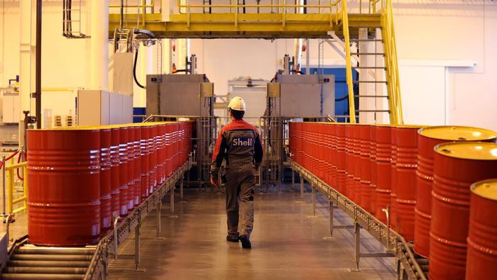 El precio del petróleo cae por temor a una menor demanda, el barril Brent pierde los 65