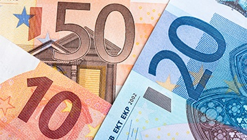 EUR/USD Bounces From Key Support as Dovish Draghi Defers Taper Talk