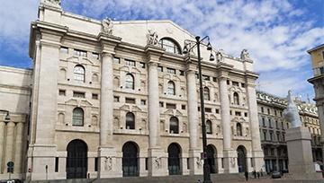 Italian Stocks Fall, Bond Yields Rise as Political Worries Increase