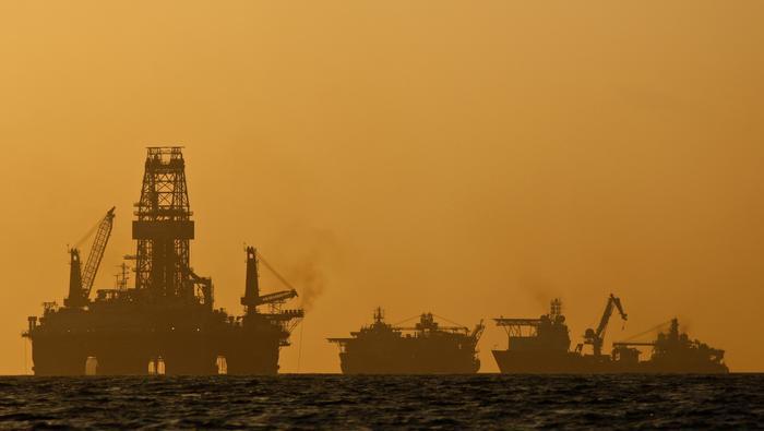 Precio del petróleo pierde impulso y retrocede por primera vez en cinco días