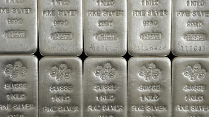Plata y oro se desploman y registran sus peores caídas desde el 2013