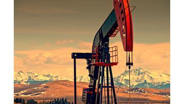 Precio del petróleo cede terreno pero su carrera alcista sigue intacta