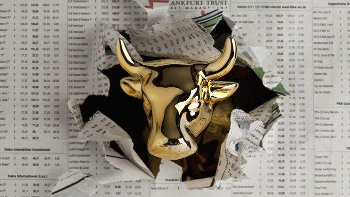Precio del oro pone el pie en el acelerador y sube hasta un techo clave, ¿qué dice el análisis técnico?