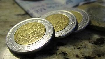 Peso mexicano no detiene la hemorragia y sigue en caída libre tras salida de Urzúa