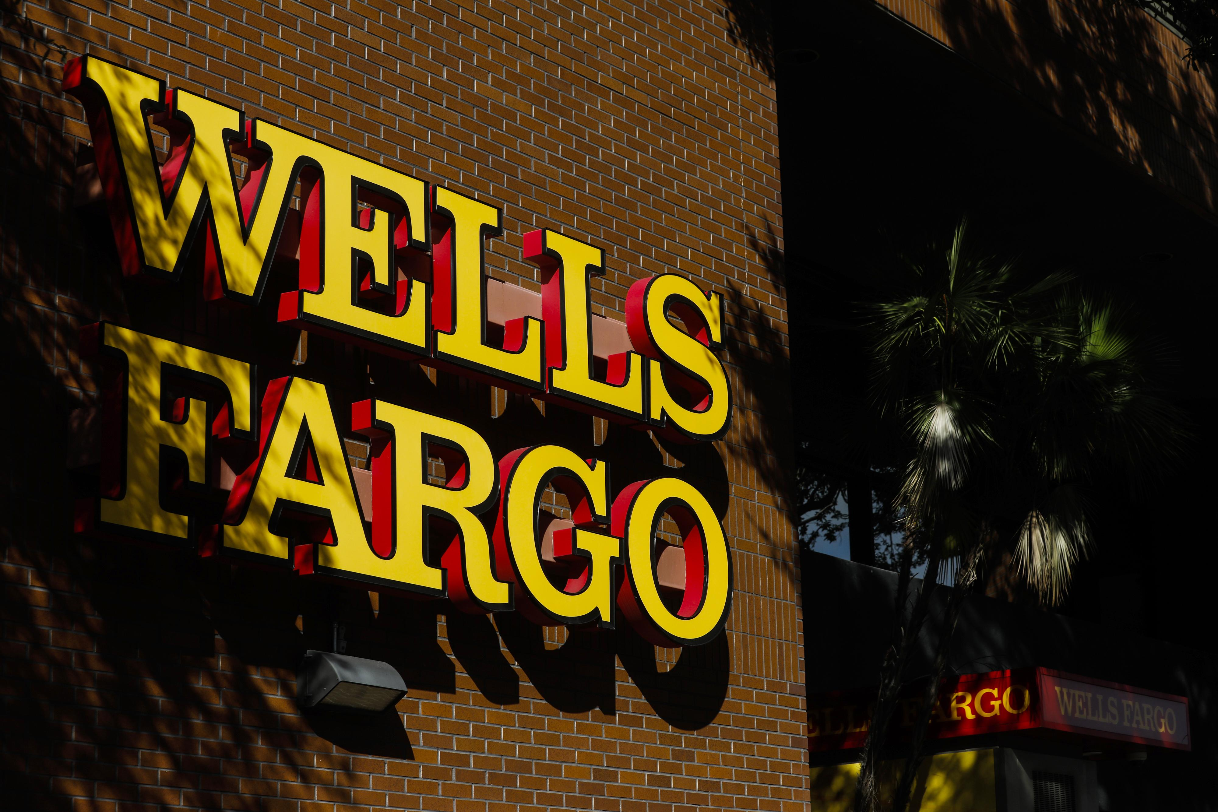 Wells Fargo logo before Wells Fargo Q1 earnings