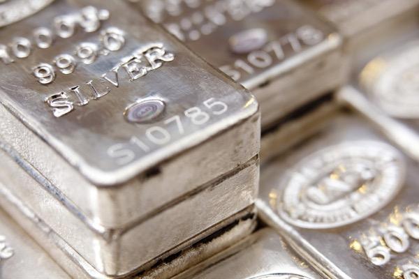 銀価格は32ドルへ 21年は工業用需要が回復の見通し─調査