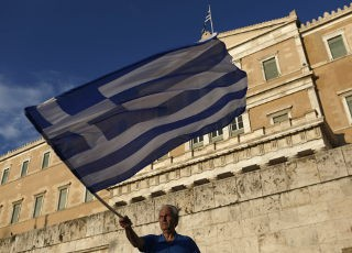 bg_man_waves_Greek_Flag_1651642
