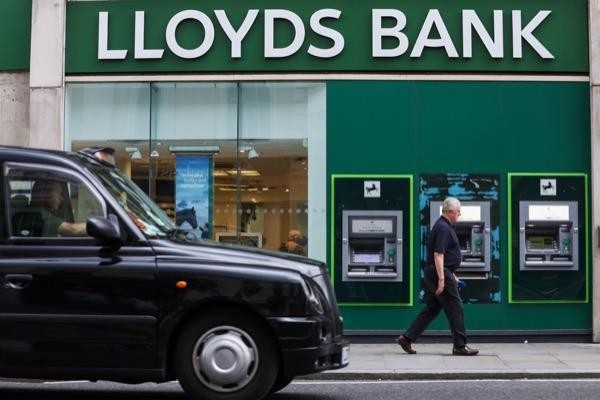 Credit Suisse expects Lloyds share price to see modest gains