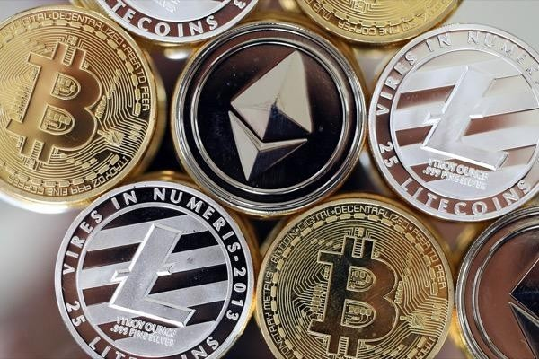 trading bitcoin vs altcoin